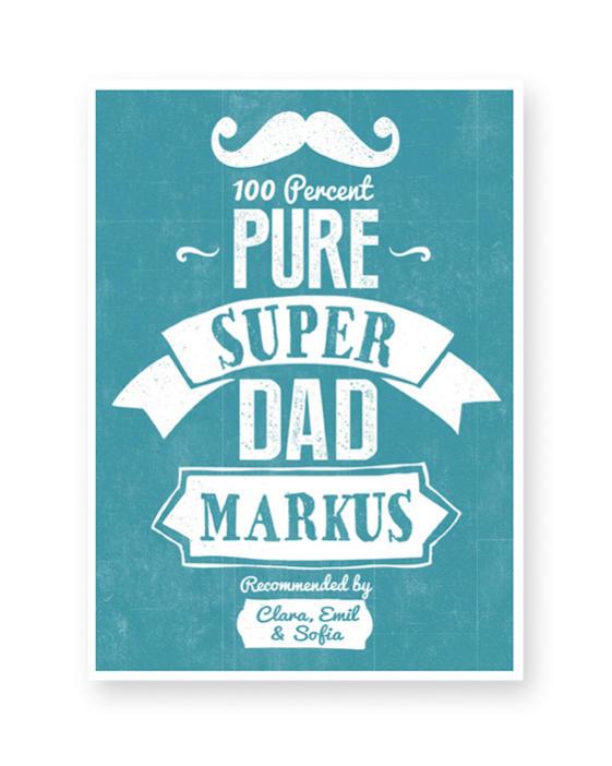 Vatertagsgeschenk-Poster mit '100% Pure Super Dad' Schriftzug-blau- mit eigenem Text