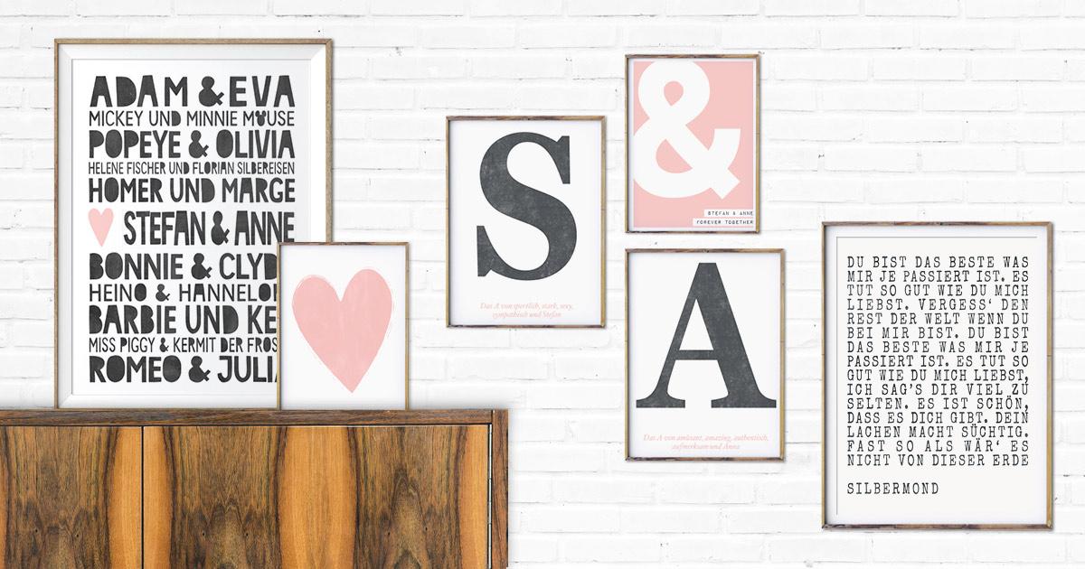 Eine Auswahl an verschiedenen Love Poster Design die sich hervorragend als Geschenk für Freundin oder Frau eignen arrangiert zu einer Wandcollage.